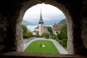Schlosskapelle Spiez, Brautpaar Schloss Spiez, Hochzeit Schloss Spiez, Hochzeitsfotograf Schloss Spiez, Hochzeitsfotos Schloss Spiez