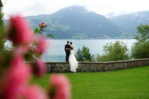 Brautpaar am Thunersee, Hochzeit Schloss Spiez, Hochzeitsfotograf Schloss Spiez, Hochzeitsfotos Schloss Spiez