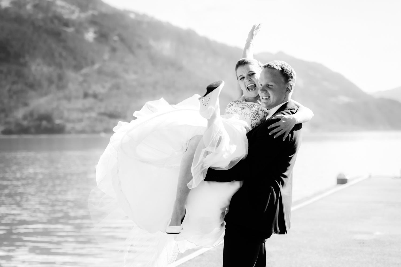 Brautpaar-Fotoshooting am Thunersee, Heiraten im Berner Oberland, Hochzeit in Interlaken