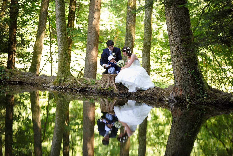 Reflexion im Wasser, Familienfotos, Oberaargau, Hochzeitsfotografie