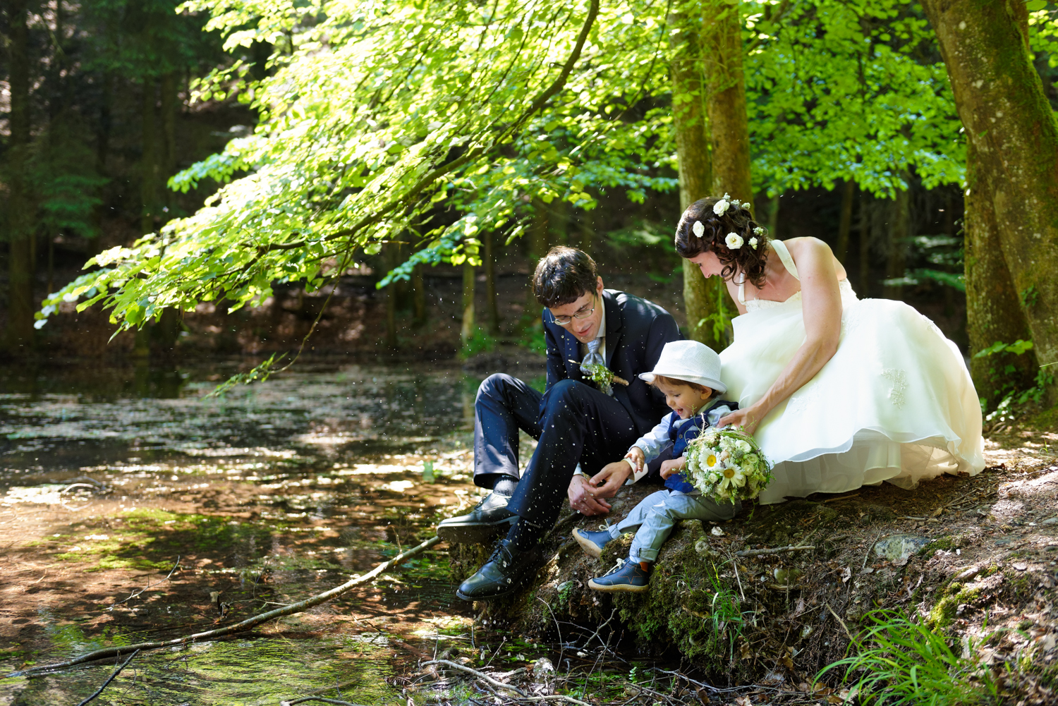 Famiienfotos am Wasser, Kinderfotografie, Familienshooting in der Natur